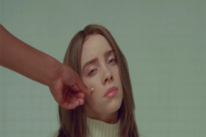 Билли Айлиш против наркотиков в новом клипе «Xanny»