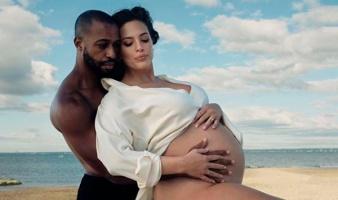 Модель plus-size Эшли Грэм впервые стала мамой